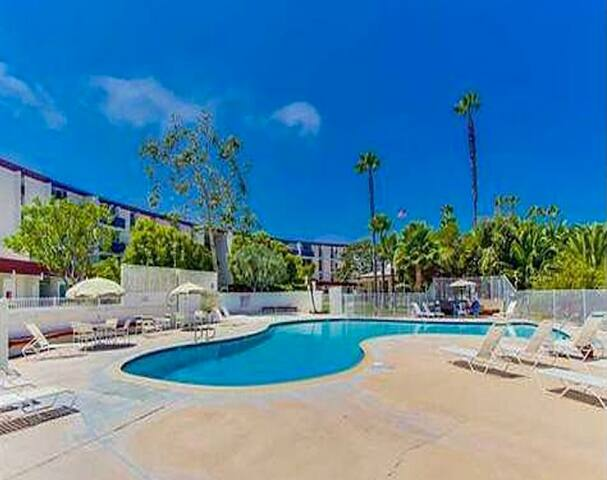 🌴ResortSetting w/Pool close to beach/downtown 🌴