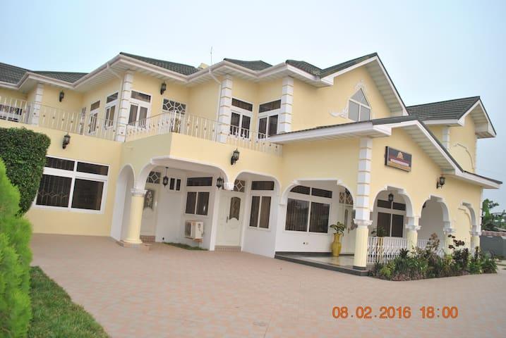 Kingsbidge Royale Hotel, Serene and Cosy - Accra - Bed & Breakfast