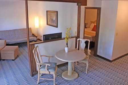 Cozy 1 Bedroom Suite at the Rustic Inn - McCall - 精品飯店