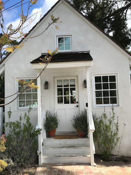 Stand alone cottage with private entry