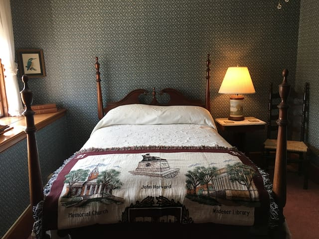 The Harvard Room at Historic Sherman Guest Home