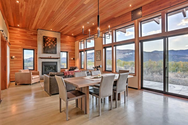 Breathtaking Winthrop Home w/ Mtn Views by River