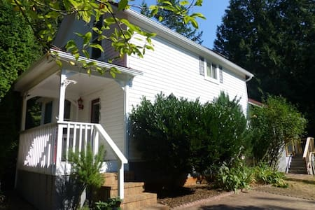 Whispering Creek Getaway - Sequim - House