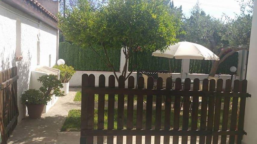 Villa Rosa a 2 passi dal mare - Contrada Fiori Sud - Daire