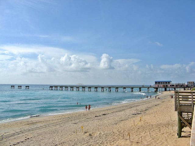 14 MINUTES FROM LAKE WORTH BEACH DISTANCE.