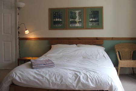Big, sunny room on edge of Jesmond - Newcastle upon Tyne - Apartment