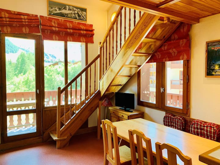 Charming studio/mezzanine for 4 people located in Val d'Isère, 250m away from town centre and 400m from the slopes