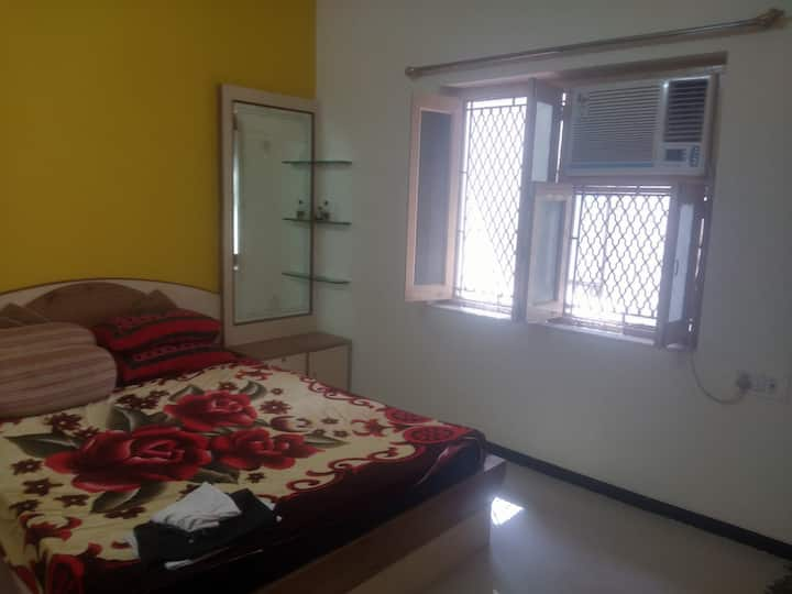 3BHK Luxury House - Private & Shared Room