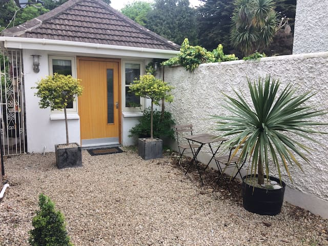 Ideal retreat located in quite area of Dun Laoghaire / Dalkey near Dart/Rail service