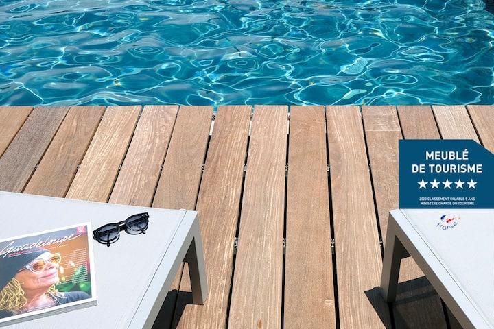 Une villa spacieuse avec piscine sous les alizés