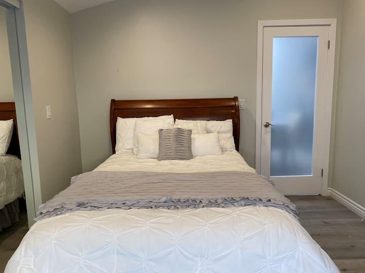 Master-room/Modern home w private bath & Entrance