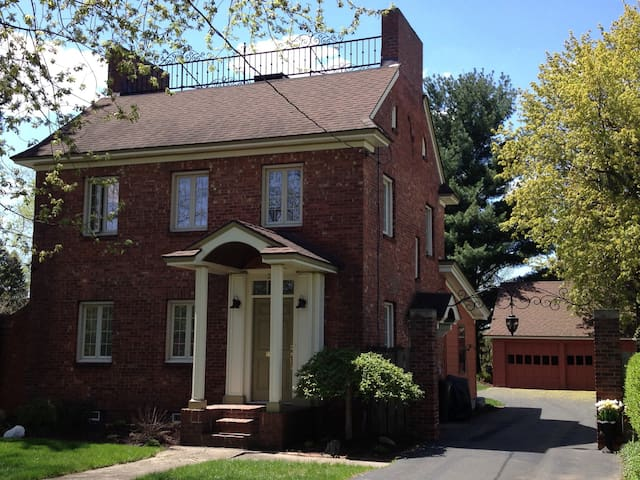 Charming and Convenient in Syracuse - Syracuse - Rumah