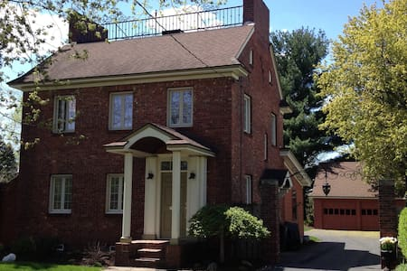 Charming and Convenient in Syracuse - Syracuse