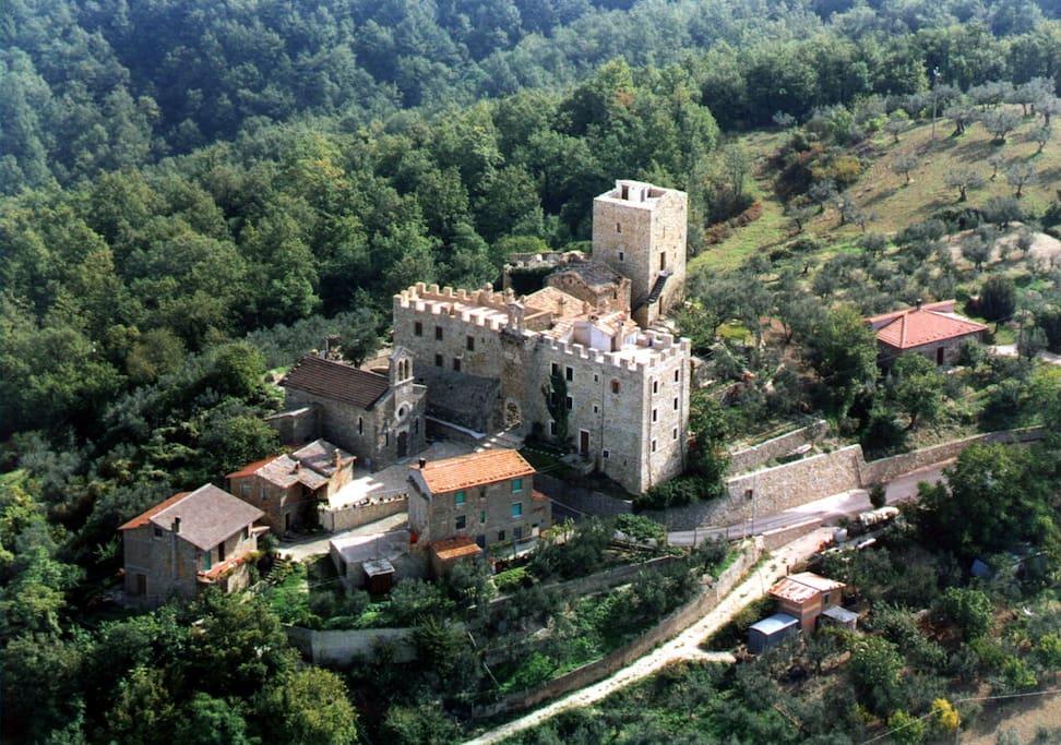 Veduta aerea del castello di Cisterna