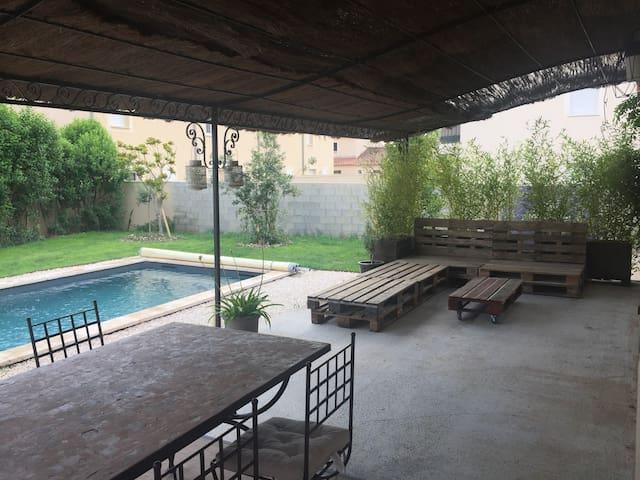 Maison avec piscine proche centre-ville
