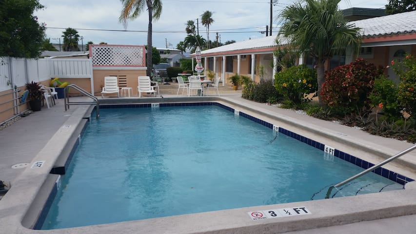 Bay Palms Motel
