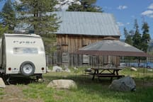 Fully equipped camper in a beautiful lakefront setting