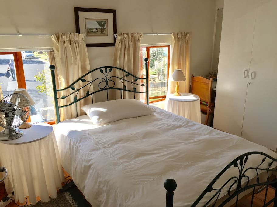 Cozy room in the heart of Strand with a beautiful view of the Hottentots Holland Mountains