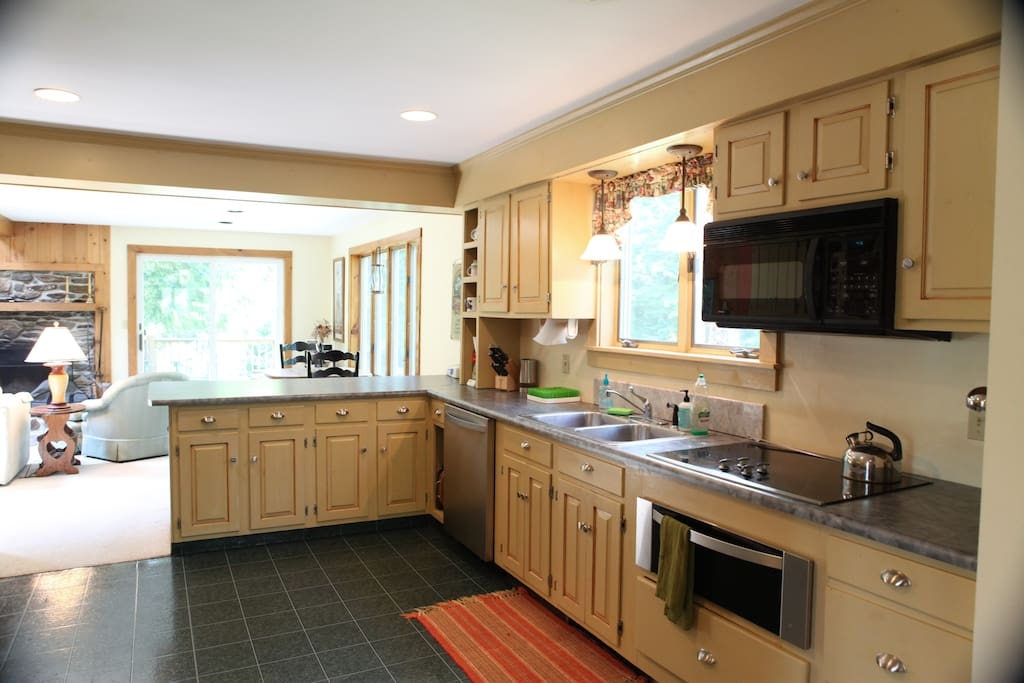 Full Service Kitchen w/ open floor plan to Family Room