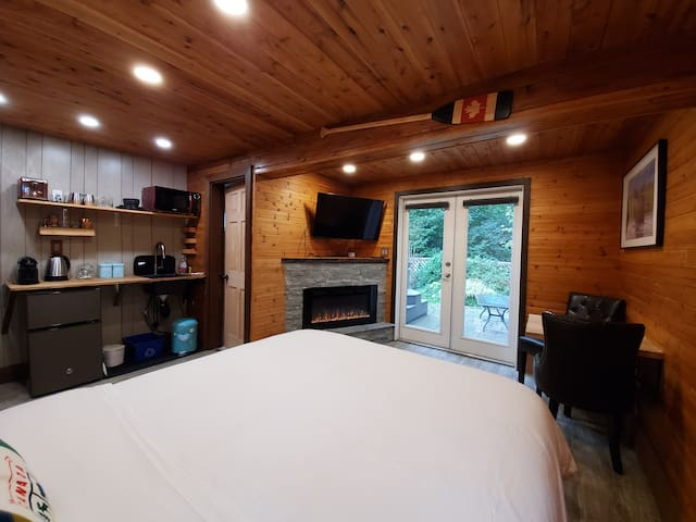 Capilano Lux Hot Tub Cottage