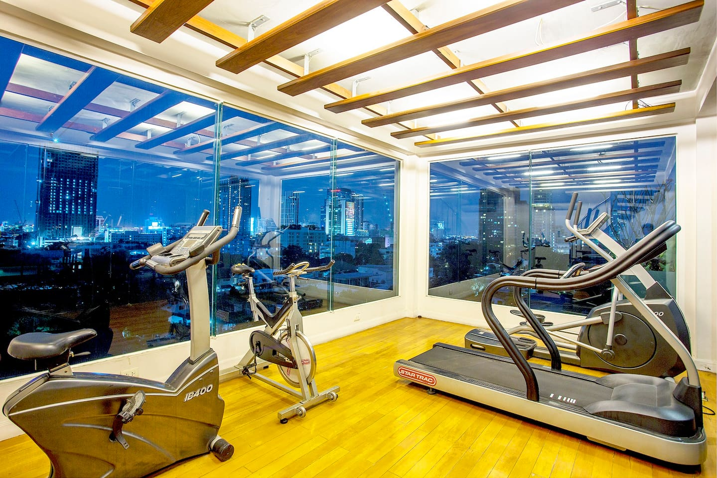 Well-equipped sky roof gym (fitness)