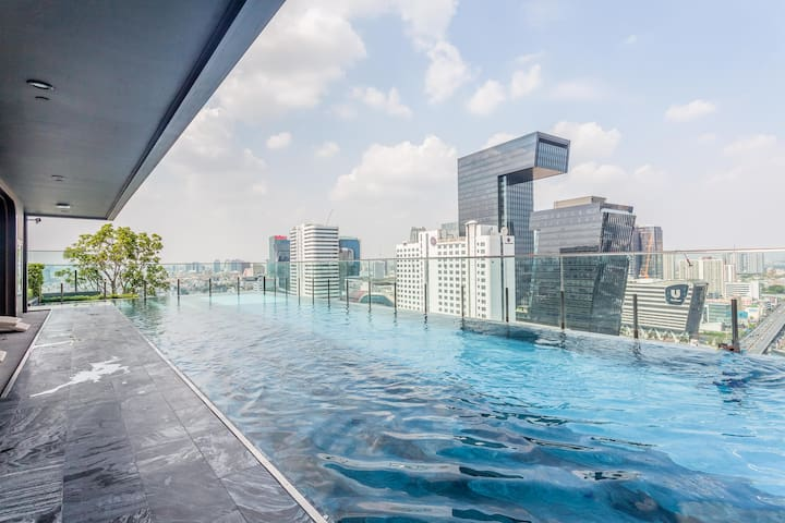 ⭐⭐⭐⭐⭐ Rama9 MRT Luxury w/ Infinity Pool 泳池奢华公寓 ❤️