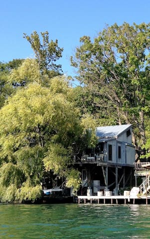 Lakefront treehouse on Cayuga - Lansing - Hus