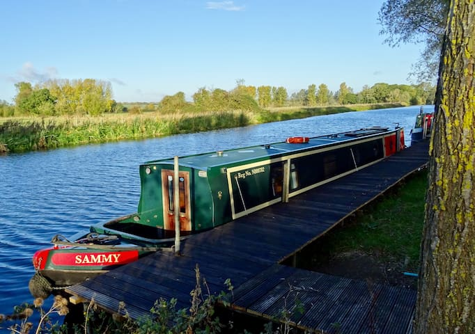 Cosy Houseboat on rural mooring - Try life afloat