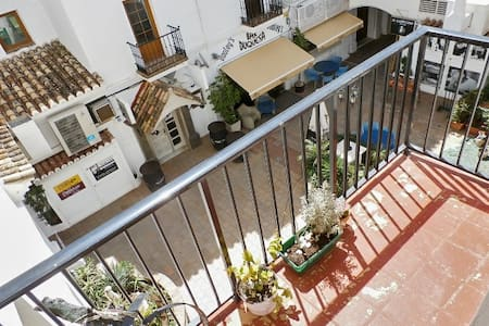 Bright Andalusian flat w/terrace - Puerto de la Duquesa - Apartment