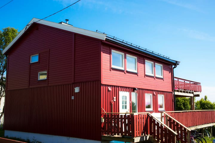 Enebolig - house with Varanger view - Vadso - House
