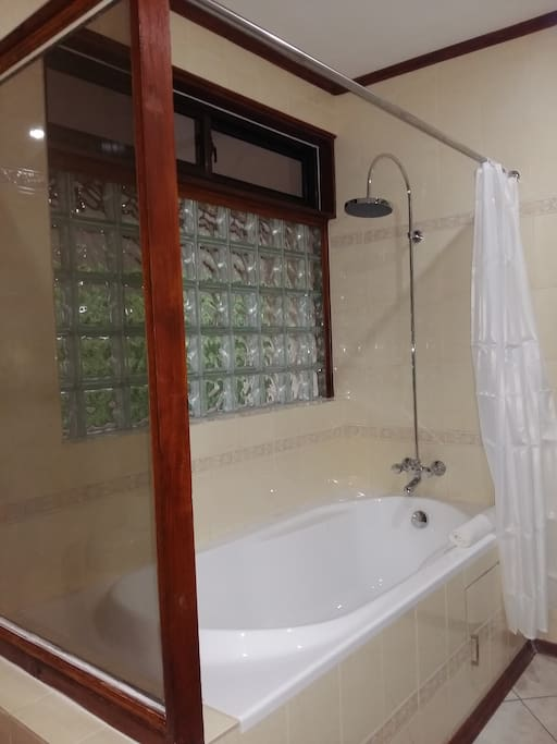 Bathroom | Deluxe Double Room | Carana Hilltop Villa