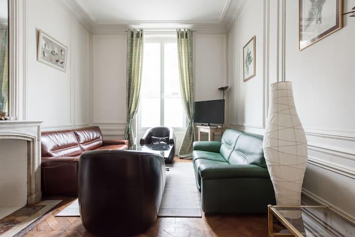 Appart Haussmannien -Champs Elysée
