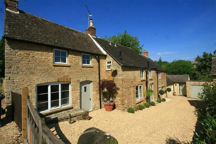 Orchard House, Upper Oddington. - Stow-on-the-Wold - House