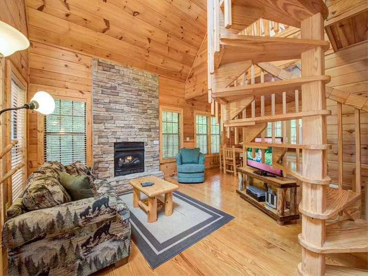 A Walk in the Clouds, 1 Bedroom, Sleeps 4, Pool Table, Hot Tub, Pets