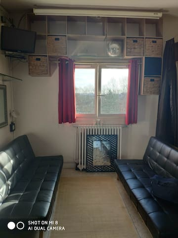 LIVING ROOM SHARED CLOSE OF AIRPORT CDG