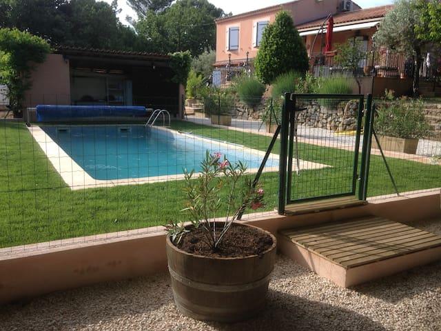 Appartement indépendant RDC villa ST Maximin VAR