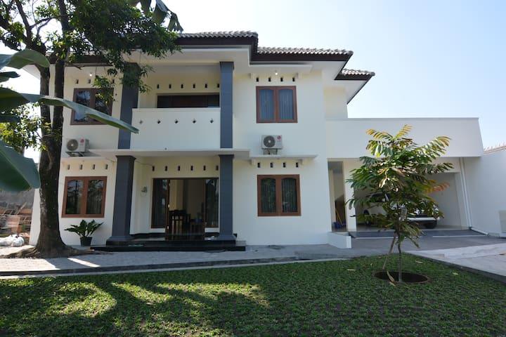 REZA's HOUSE of YOGYAKARTA 1st Floor