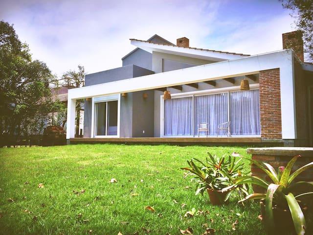 Beautiful Frontlake Closed condo House - Imbituba - Ev