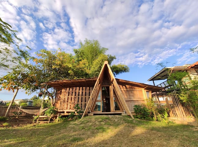 A-FRAME Bamboo house Ping River front (3-4 person)