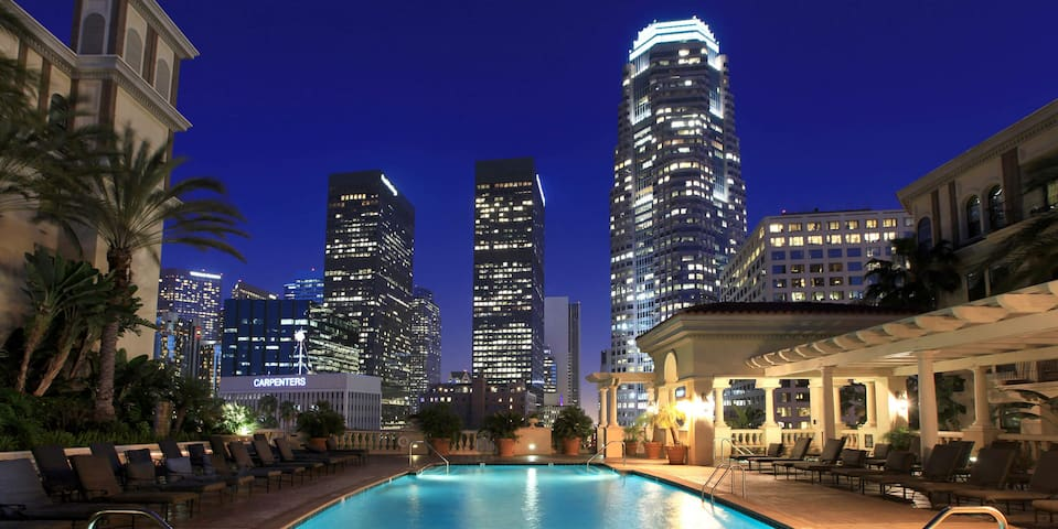 Airy 2bdr/2ba condo in heart of Downtown LA!