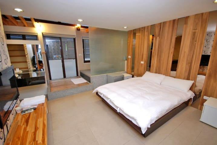 三義行館-浪漫覓境雙人房(樓中樓) - Sanyi Township - Bed & Breakfast