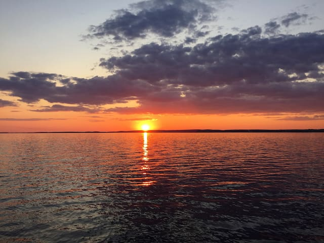 Chalet avec accès àu Lac des 2 mtg - Oka