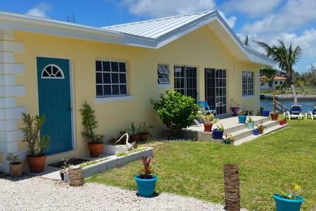 4-Bed Villa on Water - Ocean Views