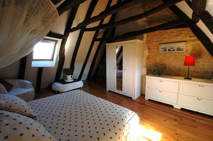 Slaapkamer 1 (bed 180x200)