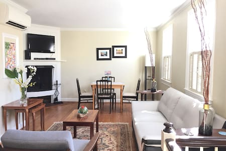 Comfy quiet townhouse in the heart of Georgetown