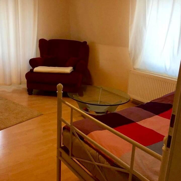 Großes ca. 15 m2 Einzelzimmer
