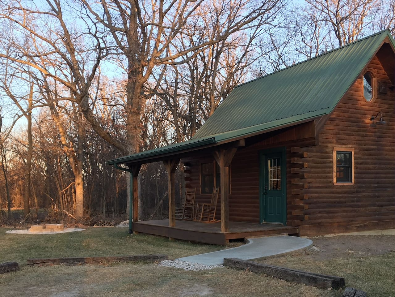 cabins iowa jojo in rent clear cottages lake to