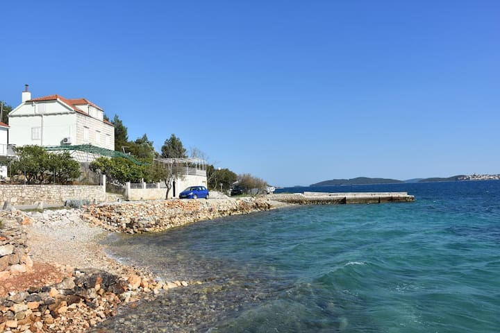 Three bedroom apartment near beach Kučište (Pelješac) (A-10095-a)