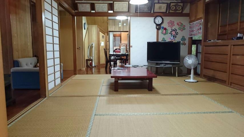 Chiyo house ゆったり二部屋続きの畳み間です。 Free wifi YoutubeTV