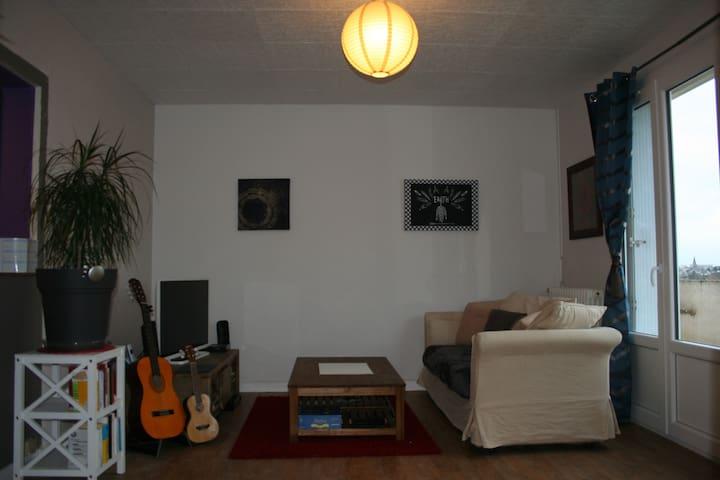 60 m2 , Petit dejeuner,calme, vue agréable. - Angers - Wohnung